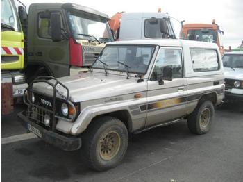Лек автомобил Toyota Land Cruiser